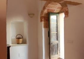 foto dell' ingresso di un graziosissimo soggiorno di un palazzo tipico salentino ubicato in Ruggiano di Salve