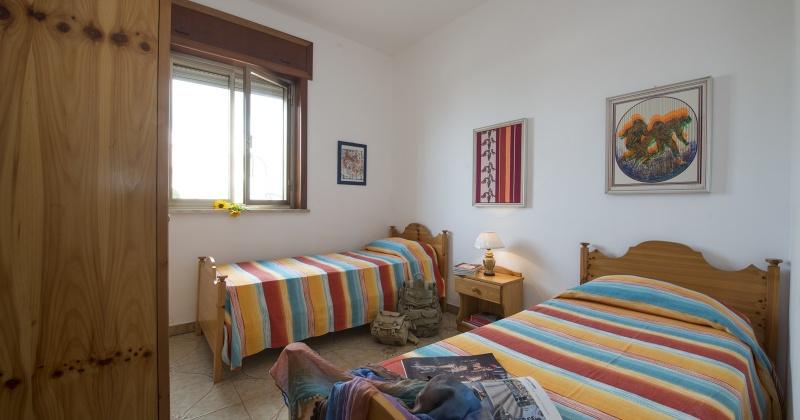 nella foto vediamo una camera da letto in salento ubicata nella splendida torre vado