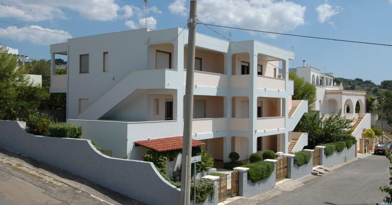 nella foto si vedono un insieme di appartamenti in torre vado vista mare