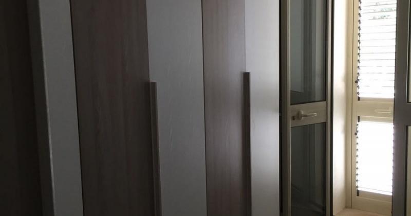 nella foto vediamo una parte di una camera da letto di una villa in Pescoluse