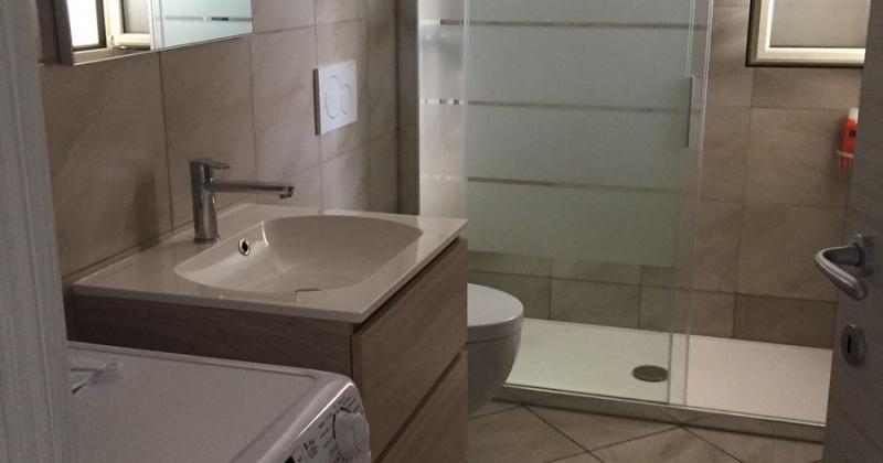 nella foto vediamo un bagno di una splendida villa ubicata in salento