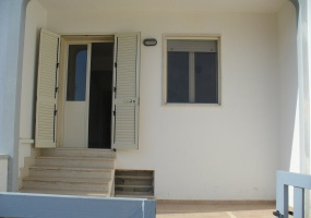 questa è la foto della facciata di un appartamento in torre pali