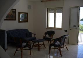 questa è la foto di un soggiorno di una casa vacanze in Torre Pali