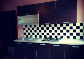 nella foto vediamo una cucina di una casa vacanze in Torre Pali