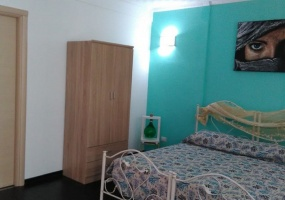 nella foto vedo una camera da letto di una casa vacanze in salento precisamente in Torre Pali