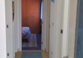 nella foto vediamo il corridoio di una casa vacanze in puglia nella marina di Pescoluse salve