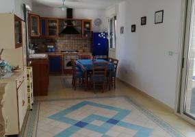 nella foto vediamo una bellissima cucina di una casa vacanze in Pescoluse di Salve