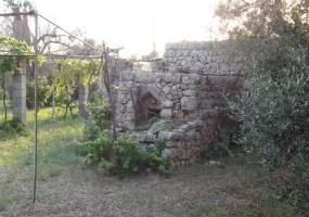 nella foto vedo una liama di antica costruzione in salento