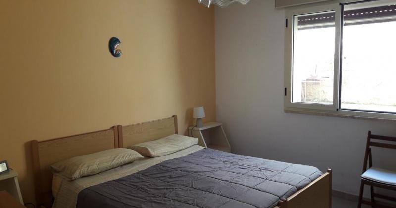 nella foto vediamo una camera da letto in pescoluse di salve bandiera blu