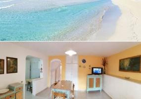 nella foto vedo il mare e un soggiorno di una casa vacanze in pescoluse di salve in salento
