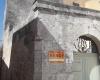nella foto si vede l'esterno di una casa antica salentina in puglia