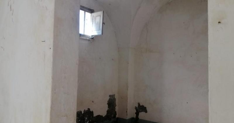 nella foto vediamo la stanza di una casa di antica costruzione in salento