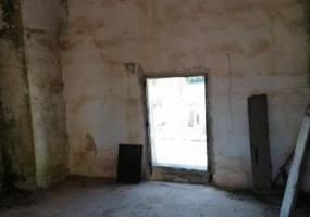 nella foto vediamo una stanza di una casa da ristrutturare in salento