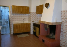 nella foto vediamo una cucina di una casa in vendita a salve in salento