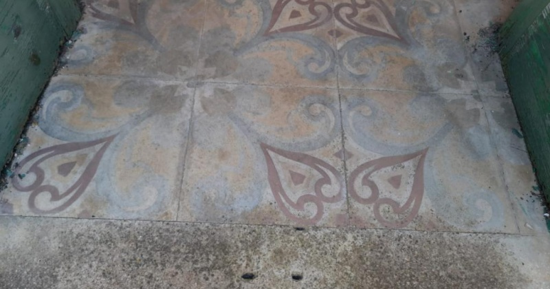 nella foto vediamo un pavimento antico di notevole valore in un immobile in morciano di leuca