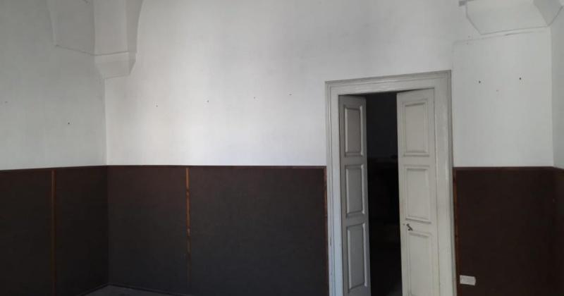 nella stanza vediamo una porta antica e volte a stella di un immobile da ristrutturare in morciano di leuca