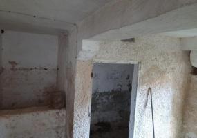 nella foto vediamo una mangiatoia di un antico ricovero di animali nel centro storico di morciano di leuca