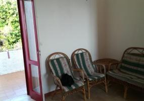 nella foto vedo una porta di accesso di una casa in vendita a torre vado