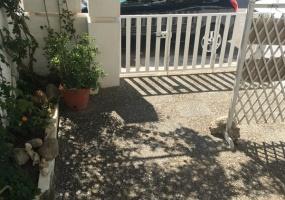 nella foto vediamo l' esterno di una casa in vendita a Torre Pali
