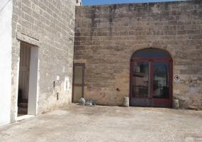 foto dei due ingressi del locale commerciale in Salignano