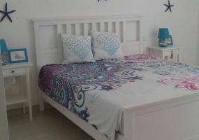 foto della camera da letto decorata pensando al mare di una casa vacanze in salento precisamente in Santa Maria di Leuca