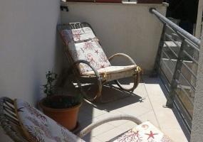 foto di un angolo con sedie per rilassarsi all' esterno di una casa vacanze in salento precisamente in Santa Maria di Leuca